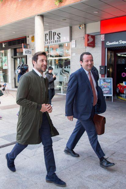 Antonio David Flores y su abogado Iván Hernández