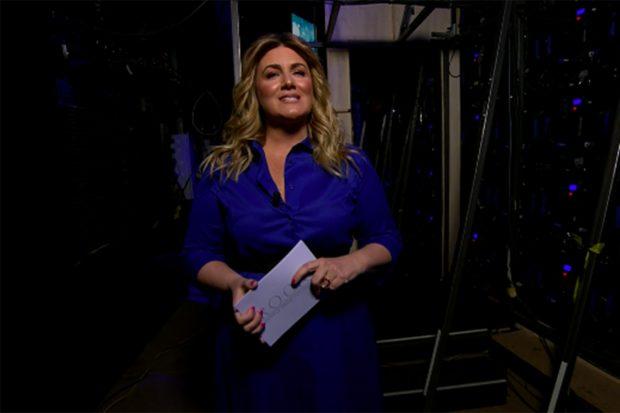 Carlota Corredera ha presentado este domingo el documental de Rocío Carrasco./Telecinco