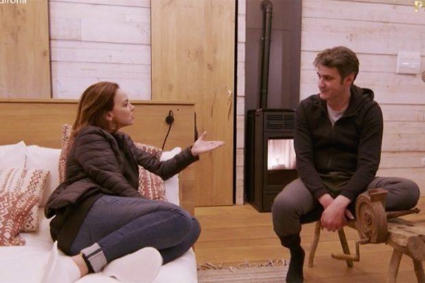 Chenoa hablando con Jesulín de Ubrique en 'Dos parejas y un destino'./TVE