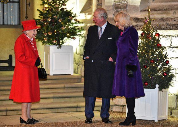 La reina Isabel II, el príncie Carlos y la duquesa de Cornualles en una imagen de archivo./Gtres