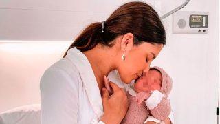 María García de Jaime y su recién nacida / Instagram