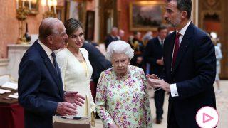 Reyes de España, Reina de Inglaterra y Felipe de Edimburgo en una imagen de archivo/Gtres