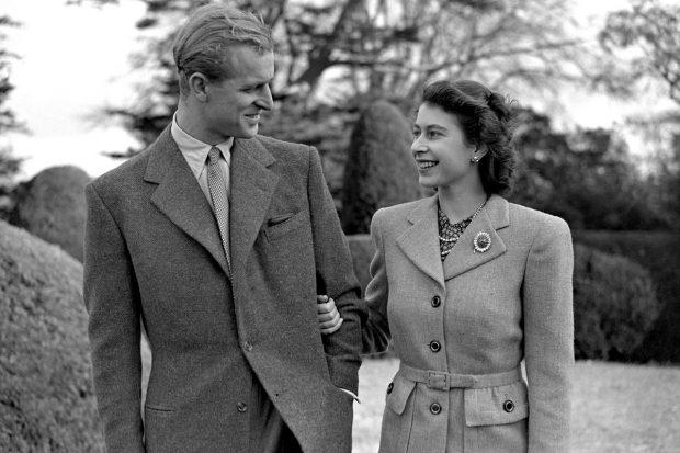 El duque de Edimburgo y la reina Isabel II en una imagen de archivo./Gtres