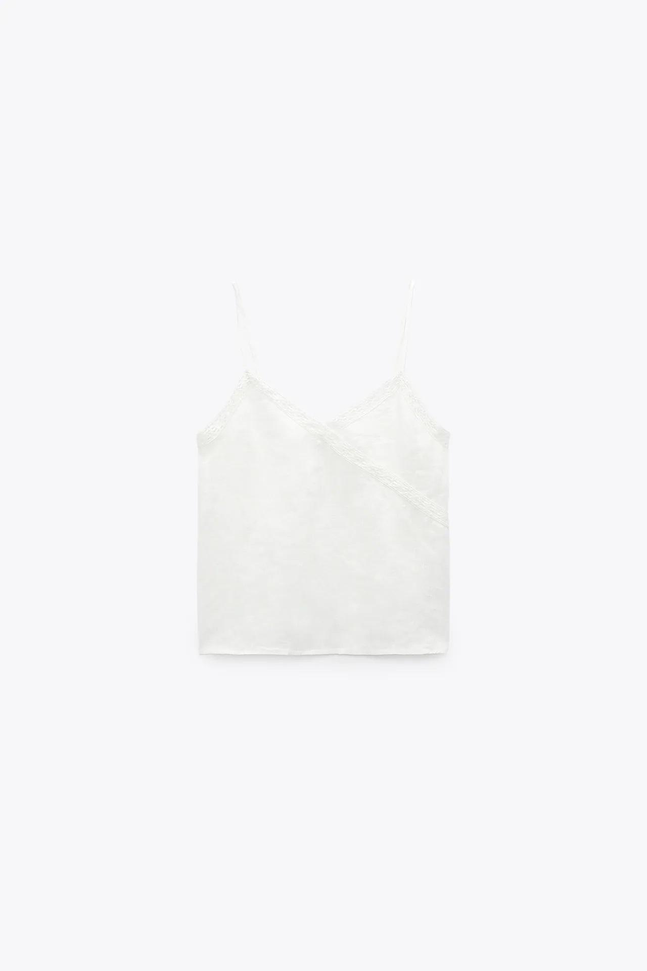 5 tops lenceros más favorecedores que el de Letizia para llevar con traje