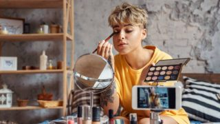 Qué puede suceder en nuestra piel si nos maquillamos a diario
