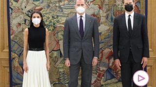 Los Reyes durante el encuentro con el diplomático británico / Gtres