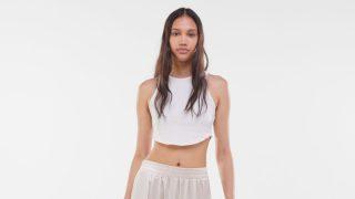 Bershka bate récords de ventas con unos pantalones satinados de cintura elástica
