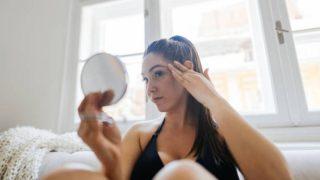 Las causas de la piel grasa por las mañanas