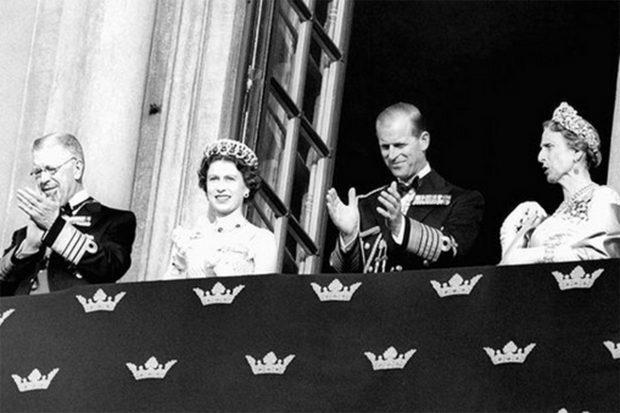 La Familia Real sueca ha compartido imágenes junto al duque de Edimburgo para rendirle homenaje horas antes de su funeral./Instagram @kungahuset