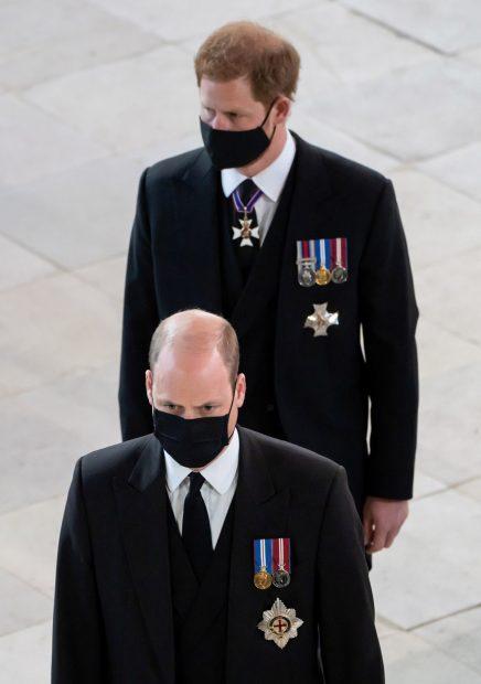 El príncipe Harry y el príncipe Guillermo en el funeral del duque de Edimburgo. Su primera toma de contacto tras estar un año sin verse./Gtres