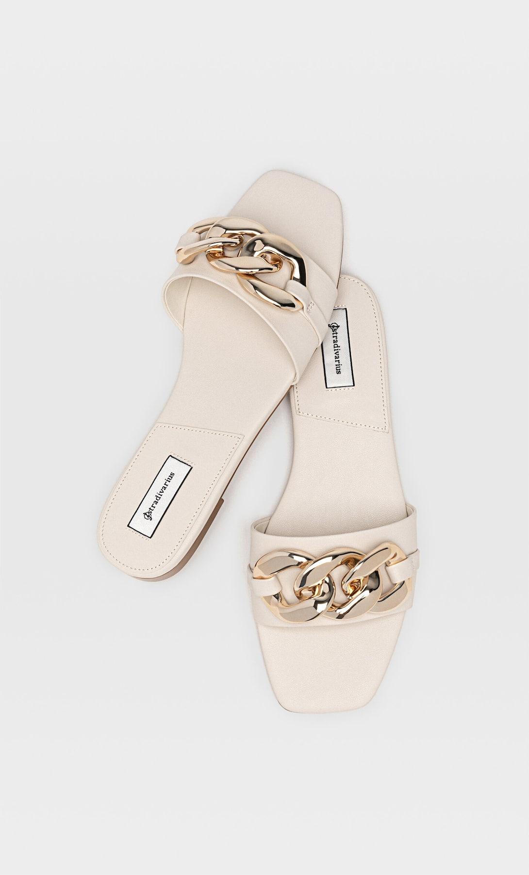 Estas son las sandalias planas de Stradivarius inspiradas en Gucci