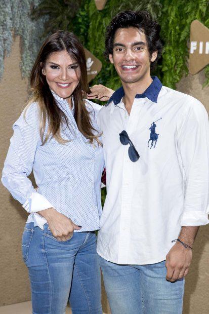 Ivonne Reyes y su hijo Alejandro Reyes