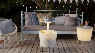 La mesa y los taburetes nevera son lo último en decoración de terrazas y jardines