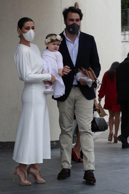 Elena Tablada y Javier Ungría celebrando el bautizo de la pequeña Camila./Gtres