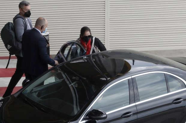 Isabel Pantoja llegando a Madrid para comenzar las grabaciones de su nuevo proyecto profesional./Gtres