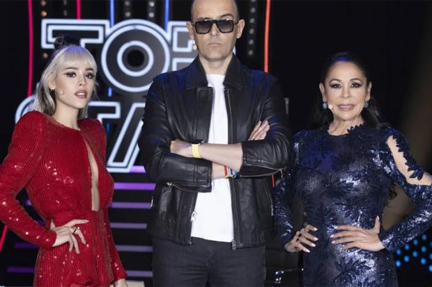 Danna Paola, Risto Mejide e Isabel Pantoja en una imagen promocional de 'Top Star: ¿cuánto vale tu voz?./Mediaset