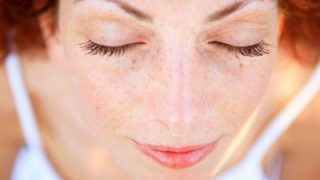 Cómo adelgazar el rostro con ejercicios de yoga