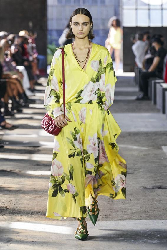Mango diseña una falda idéntica a la falda de 2.000 euros más primaveral de Valentino