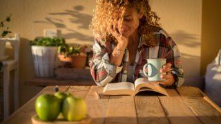 Los 5 libros de mujeres que querrás leer en la terraza o jardín esta primavera