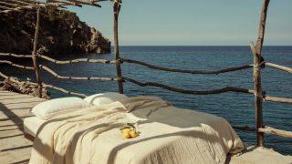 Mango presenta su nueva colección de complementos para el hogar con aires mediterráneos