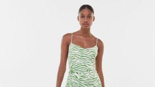 El vestido midi de Bershka con efecto óptico de cintura de avispa