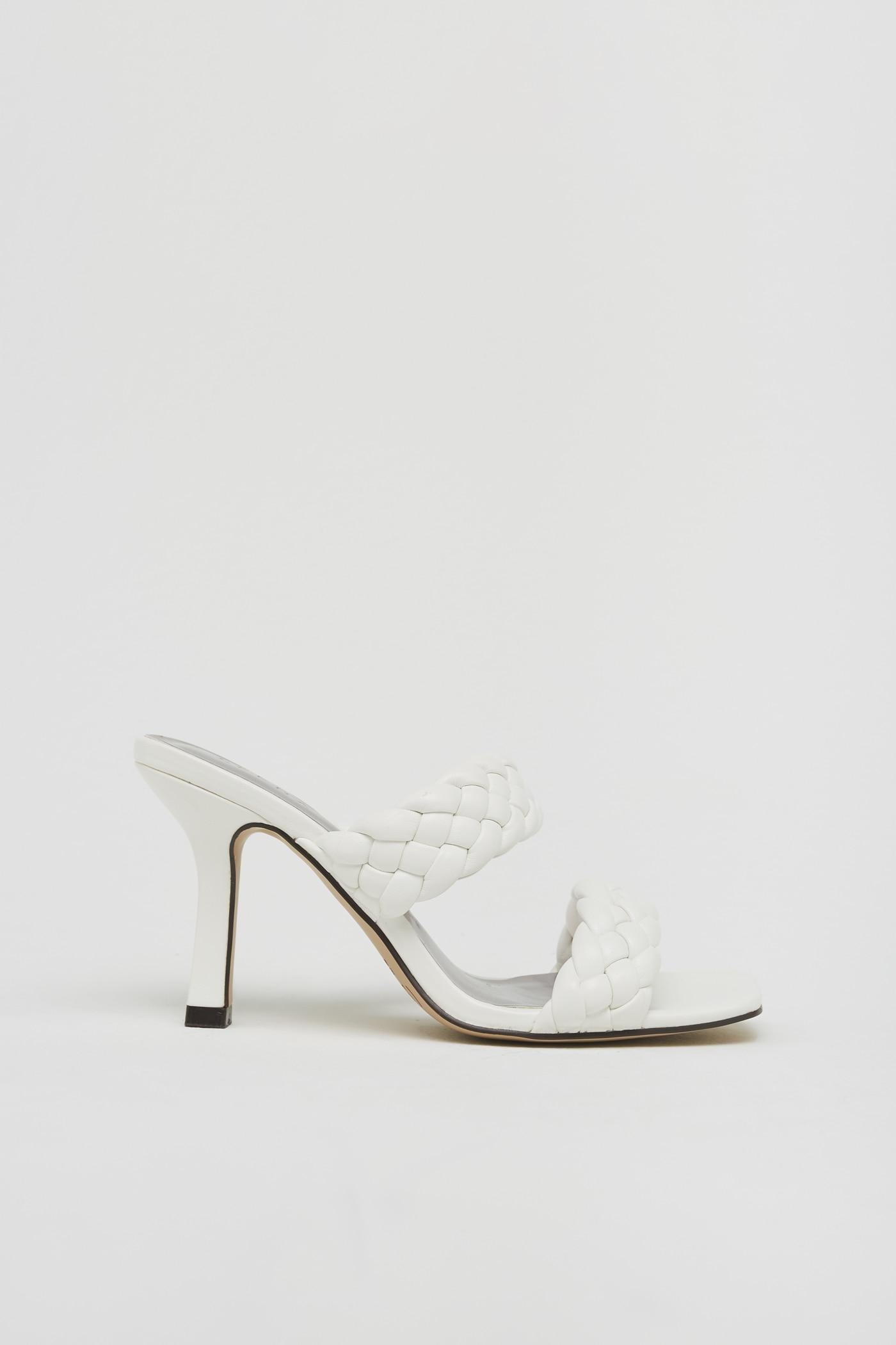 Amor a primera vista sentirás por las sandalias de Sfera inspiradas en Bottega Veneta