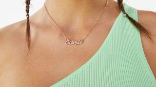 Vuelve el collar zodiaco de Bershka con más brillo y glamour