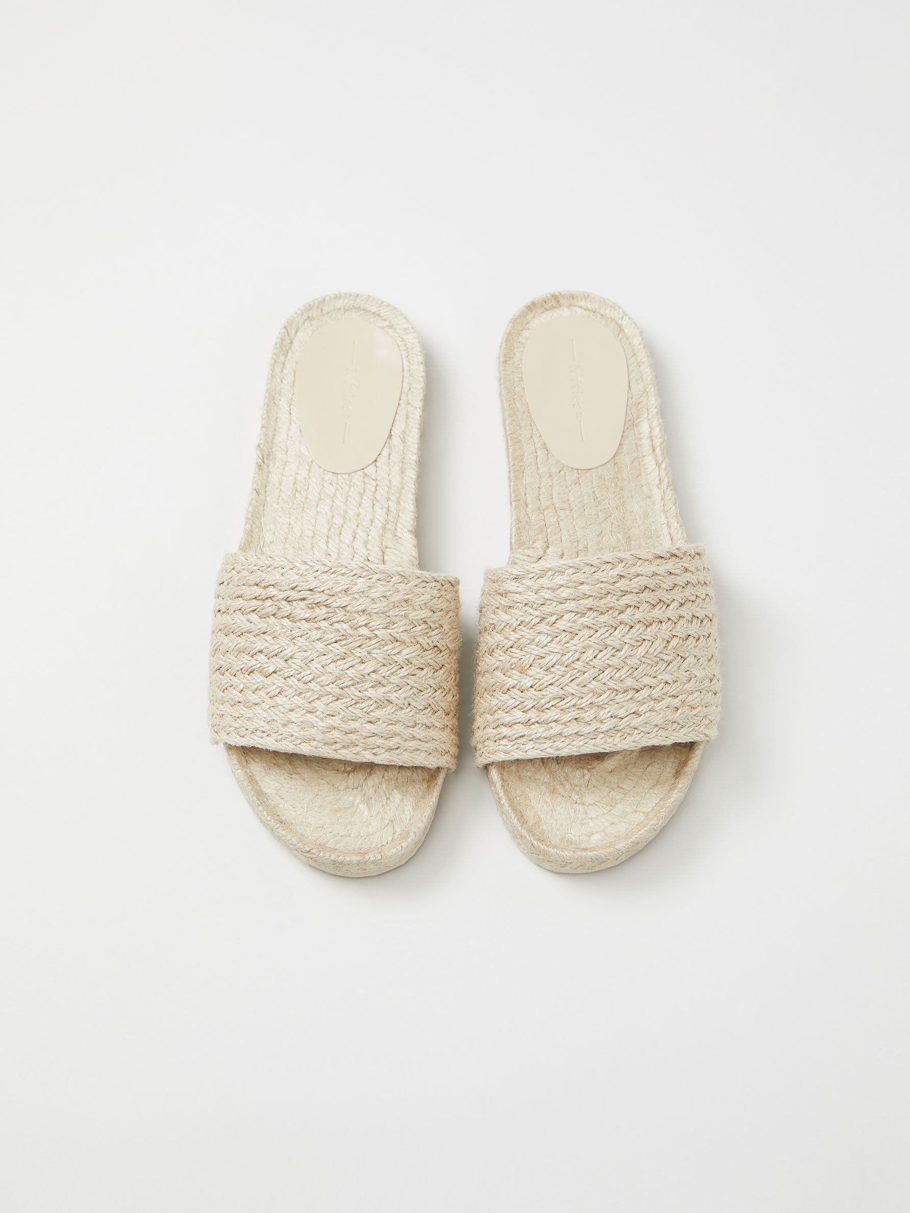Las 6 sandalias planas de Lefties más cómodas, bonitas y baratas del verano