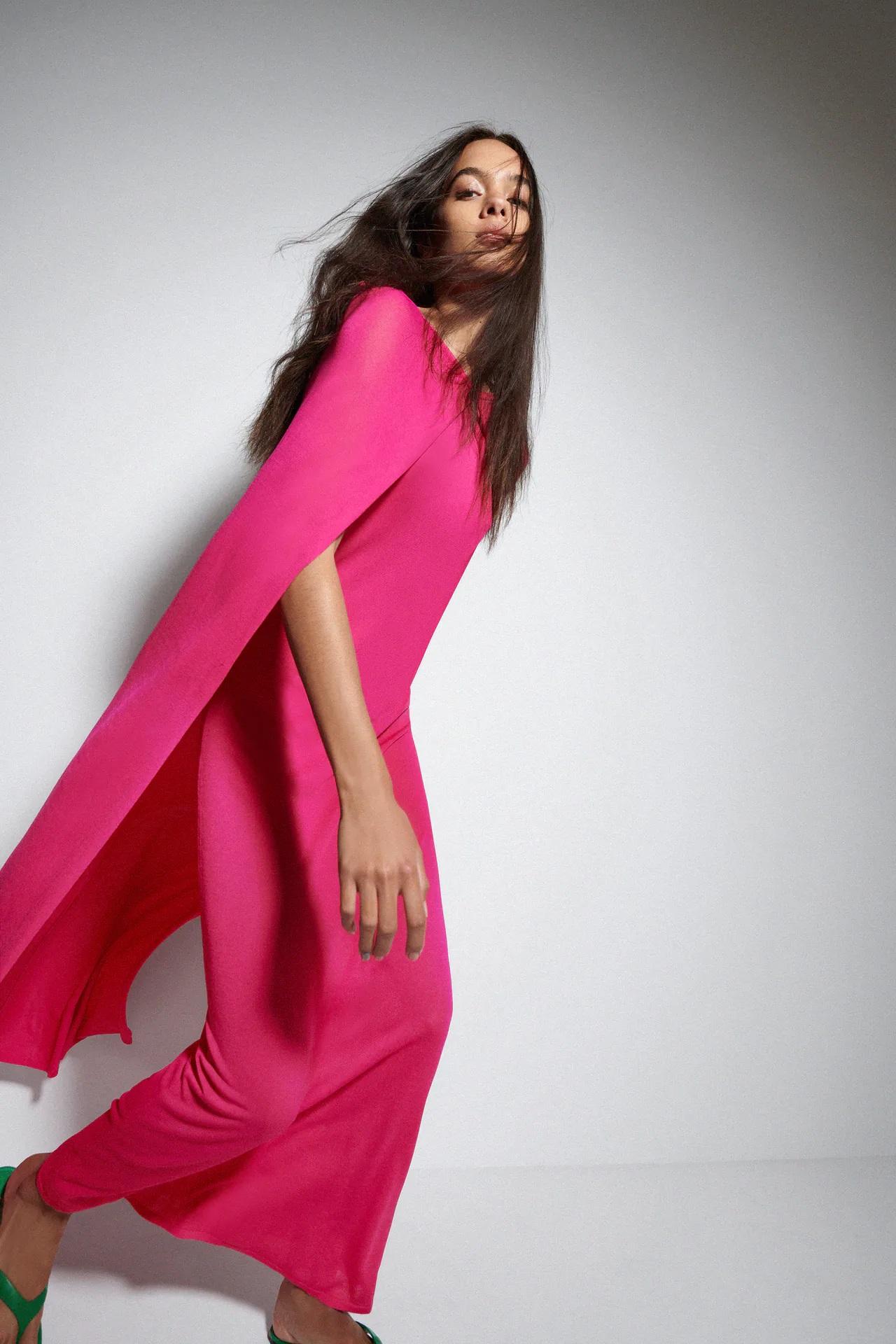 El vestido con capa de edición especial de Zara que te convertirá en la más elegante