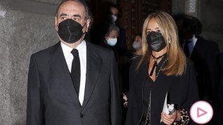 Pedro Trapote durante el funeral de su hijo, acompañado de su mujer / Gtres