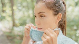 Cómo tratar el acné que aparece en verano