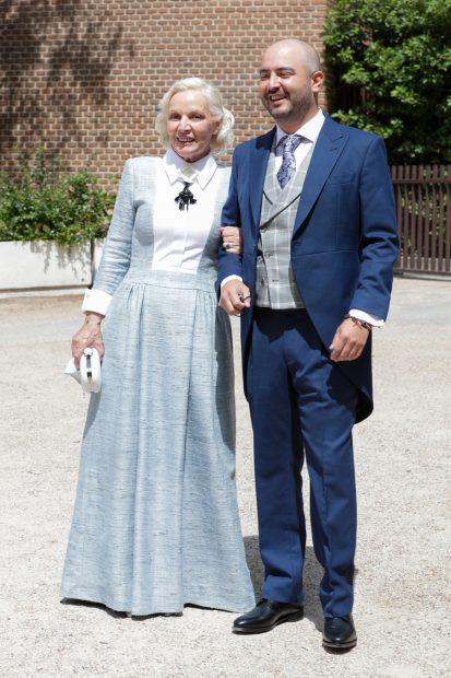 Aarón Guerrero junto a su madre en el día de su boda./Gtres