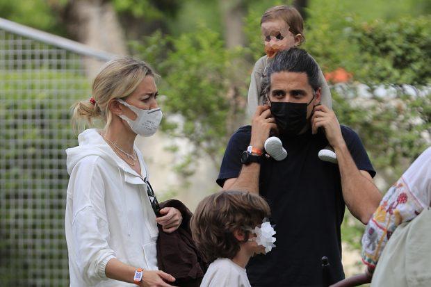 Marta Ortega junto a sus hijos y su marido, Carlos Torretta./Gtres