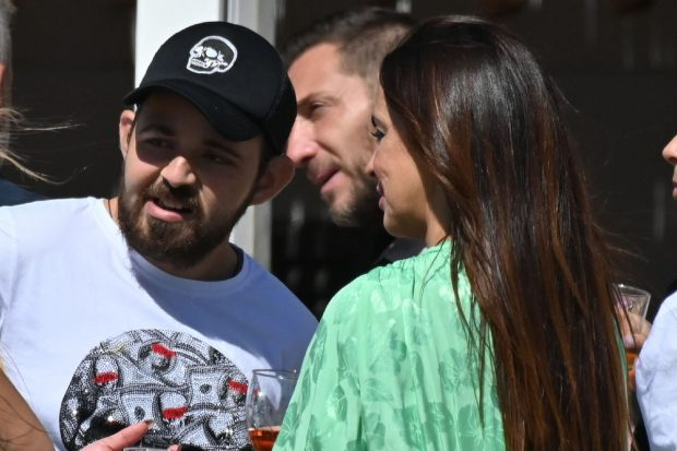 Antonio y David Flores junto a Olga Moreno en una imagen de archivo./Gtres