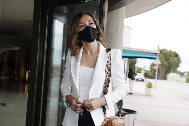 Paloma Lago ha acudido al Tanatorio para despedir a Ana María Obregón Navarro./Gtres