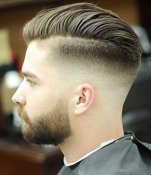 El corte de pelo con raya hacia un lado y lados degradados es uno de los preferidos por el público más joven porque aporta un toque transgresor al look beauty masculino / Pinterest