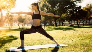 Descubre los mejores ejercicios de Pilates para hacer en el parque