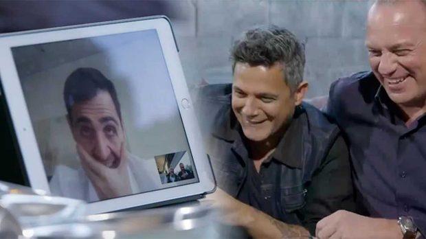 Iker Casillas habla con Bertín y Alejandro Sanz durante un programa de 'Mi Casa es la Tuya' / Telecinco