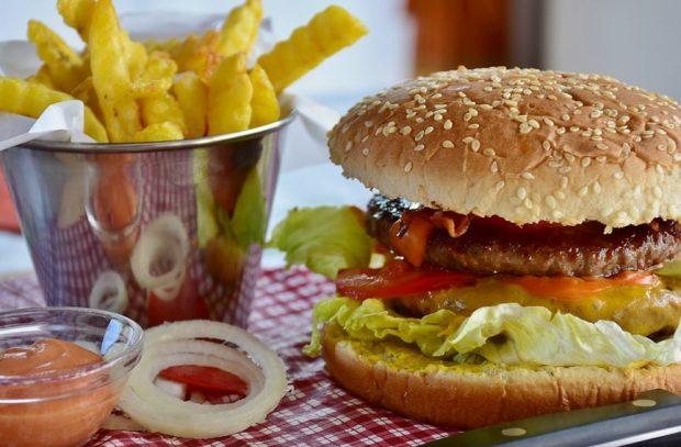 4 maneras de celebrar el Día Internacional de la Hamburguesa,