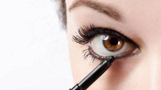 Lo que no debemos hacer al aplicar el lápiz de ojos negro