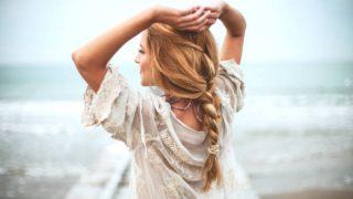 Descubre qué peinados y productos de cabello son imprescindibles en verano