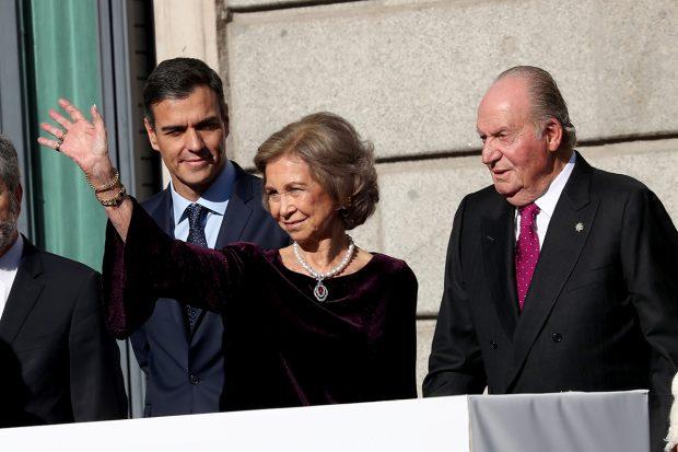 La Reina Sofía y el rey Juan Carlos I junto a Pedro Sánchez