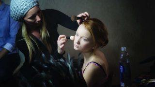 El maquillaje ideal para una piel jugosa en verano, según experta