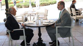 El rey Felipe y Rebelo de Sousa durante el almuerzo / Gtres