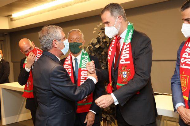 El rey Felipe y Marcelo Rebelo en el estadio Metropolitano de Madrid./Gtres