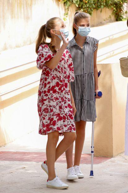 La princesa Leonor y la infanta Sofía durante sus vacaciones en Palma de Mallorca en agosto de 2020./Gtres