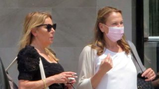Ana Obregón y su hermana a su llegada a Mallorca/Gtres