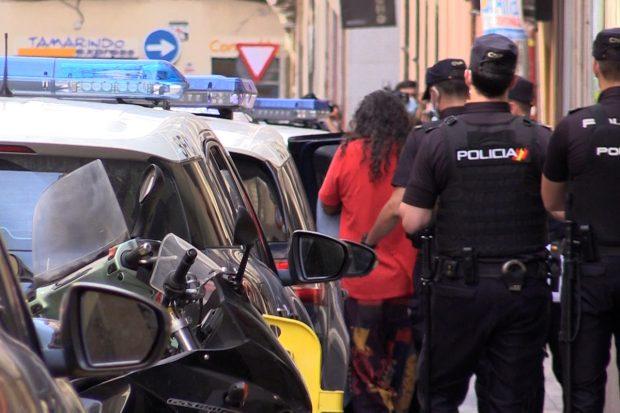 El cantaor ha sido esposado por la Policía Nacional de Madrid./Gtres