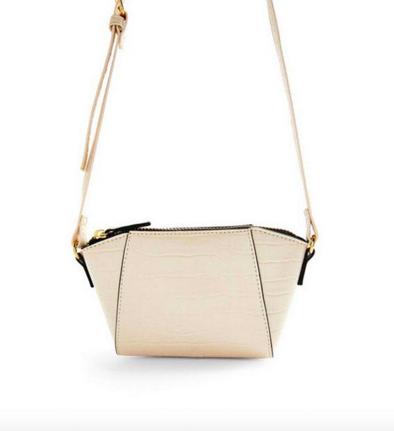 Bolso nude con detalles dorados de 6 euros de Primark que se puede adquirir en diferentes tonos./Primark