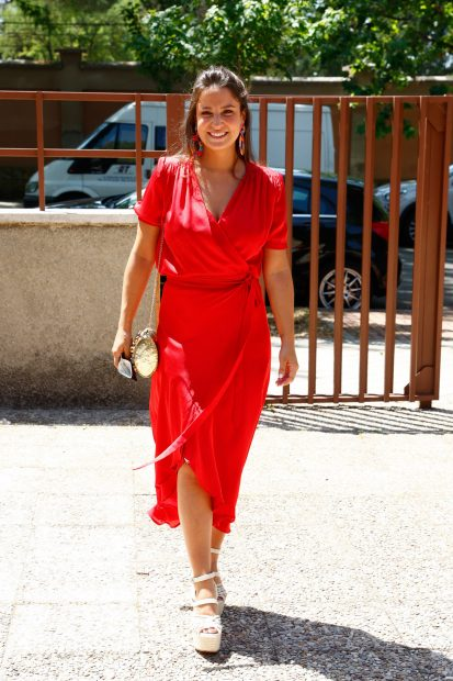 Marta Pombo se ha decantado por un vestido rojo./Gtres